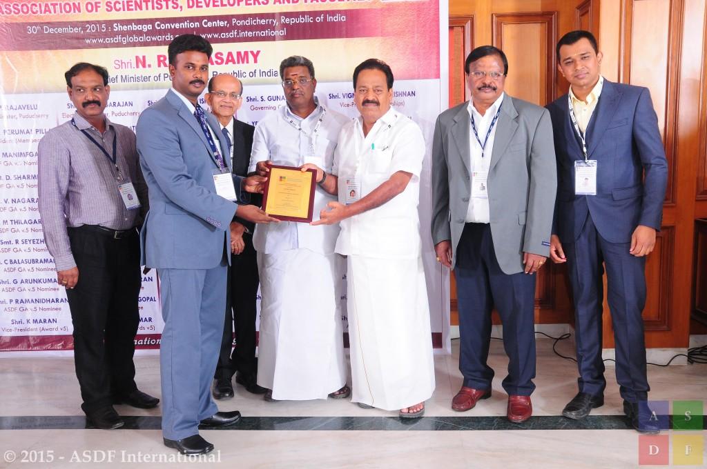A Surendran @ receiving award 2015