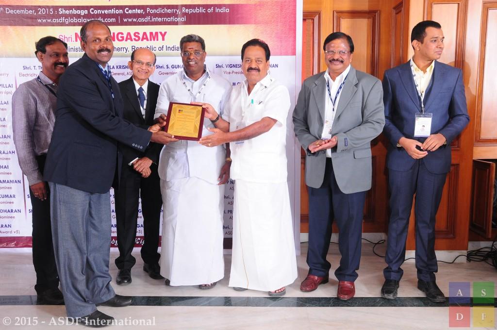 Balachandran Arumugam @ receiving awards 2015