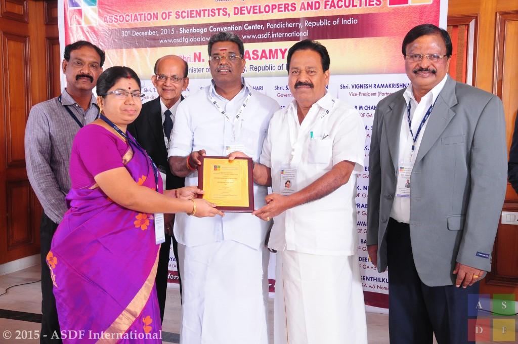 Jothilakshmi Gurusamy @ receiving award 2015