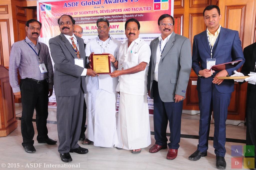 Manicka Chezian Rajakannu @ receiving award 2015