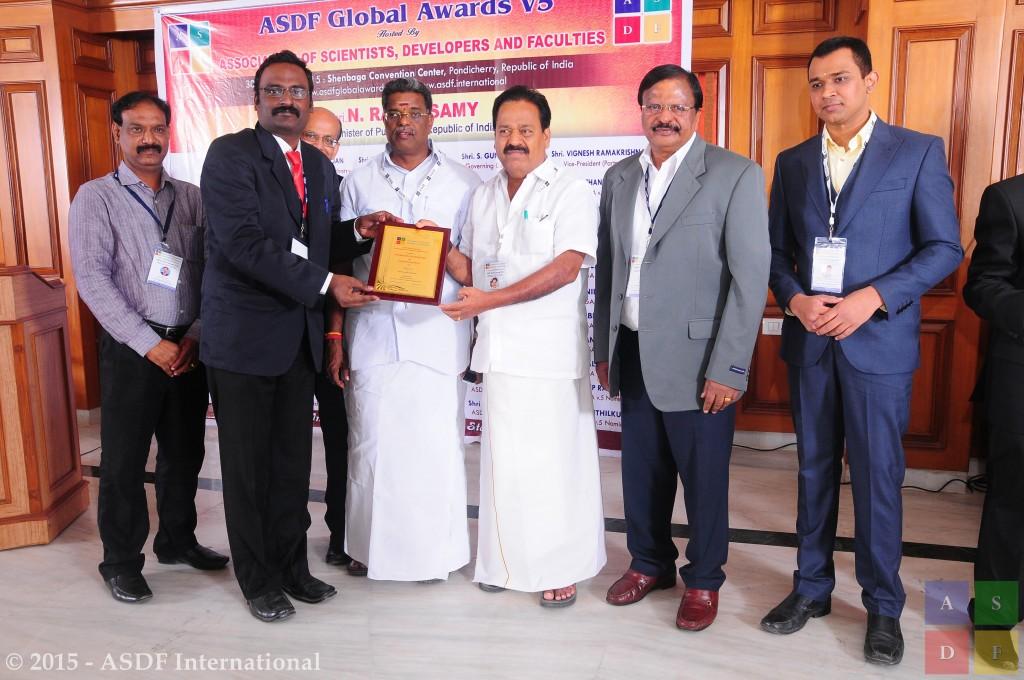Nagarajan Velmurugan @ receiving award 2015