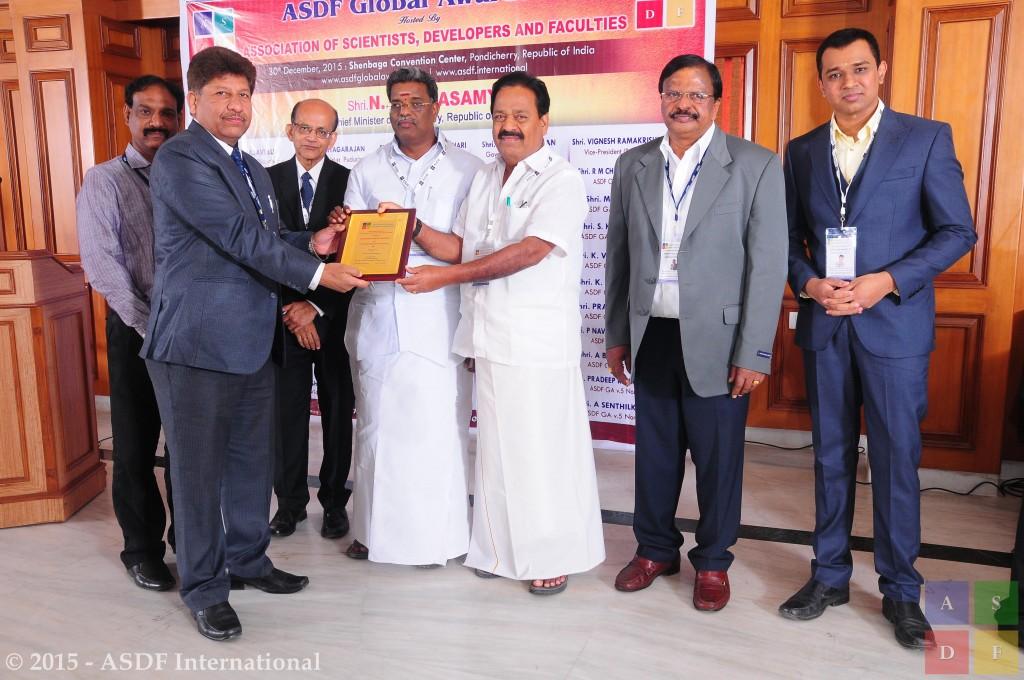 Sundeep Kumar Dhawan @ receiving award 2015