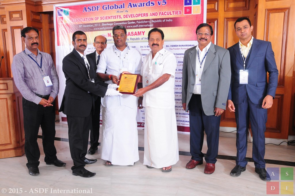 Raghu Raaj Selvaguru @ receiving award 2015